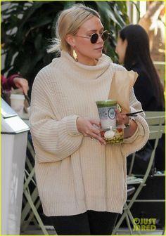 Hilary Duff Got An Alpaca For Valentine's Day From Boyfriend Matthew Koma! - - Hilary Duff Got An Alpaca For Valentine's Day From Boyfriend Matthew Koma! Fall Winter Outfits, Autumn Winter Fashion, Winter Style, Hilary Duff Style, Hilary Duff Fashion, Chic Outfits, Fashion Outfits, Style Fashion, Looks Style
