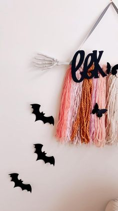 Pink Halloween, Halloween House, Halloween Crafts, Window Display Retail, Retail Displays, Window Displays, Apartment Projects, Diy Projects, Work Activities