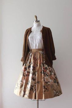 vintage skirt // cotton floral skirt Beautiful floral cotton skirt from the Pretty Outfits, Pretty Dresses, Beautiful Dresses, Vintage Dresses, Vintage Outfits, Vintage Fashion, Vintage Inspired Clothing, 1950s Dresses, Vintage Skirt