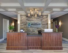 Integrated Medicine – Chic Home Office Design Office Reception Area, Reception Areas, Lobby Reception, Reception Counter, Chiropractic Office Design, Law Office Design, Office Designs, Design Offices, Modern Offices