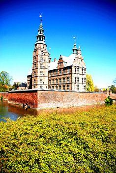 Rosenborg Castle - Copenhagen, Denmark  http://www.photographybykeyra.com/