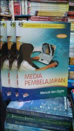 Buku Media Pembelajaran,Manual dan Digital. Pengarang  Cecep Kustandi, M.Pd. & Drs. Bambang Sutjipto, M.Pd.
