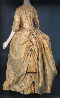 Robe a l'anglaise ca. Musée Galliera, Paris from American Duchess. This was identified by a previous pinned as a robe a la polonaise, but as it has a define waist it's not—a polonaise never has a defined waist 18th Century Dress, 18th Century Costume, 18th Century Clothing, 18th Century Fashion, 16th Century, Vintage Outfits, Vintage Gowns, Vintage Mode, Vintage Fashion