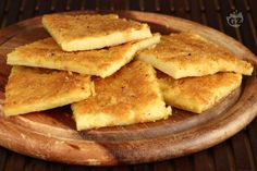 Farinata, socca, torta di ceci or cecina is a sort of thin, unleavened pancake or crêpe of chickpea flour originating in Genoa and later a typical food of the Ligurian Sea coast, from Nice to Pisa. Pizza Recipes, Veggie Recipes, Healthy Recipes, Mozzarella, Tasty, Yummy Food, Fritters, Street Food, Italian Recipes