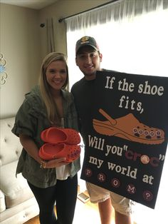 Proposal Ideas dance Proposals Ideas for cheerleaders Prom proposal with. Proposals Ideas for cheerleaders Prom proposal with Crocs Prom proposal with Crocs - Cute Homecoming Proposals, Formal Proposals, Funny Tv Series, Tv Shows Funny, Volleyball Training, High School Dance, School Dances, Prom Couples, Cute Couples