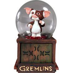 Bola nieve cristal con Gizmo Gremlins 15cm - http://regalosoutletonline.com/regalos-originales/habitacion-nino/bola-nieve-cristal-con-gizmo-gremlins-15cm