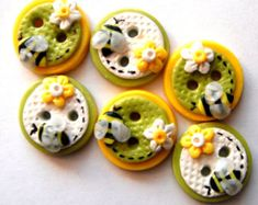 Items similar to Button Tiny Pearl Flowers handmade polymer clay crystal buttons ( 5 ) on Etsy Fimo Clay, Polymer Clay Crafts, Handmade Polymer Clay, Clay Beads, Polymer Clay Jewelry, Biscuit, Clay Figures, Polymer Clay Creations, Clay Tutorials