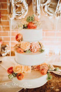 3-layerd Wedding Cake  Credits: Manu Frühn http://www.manu-photoanddesign.de/
