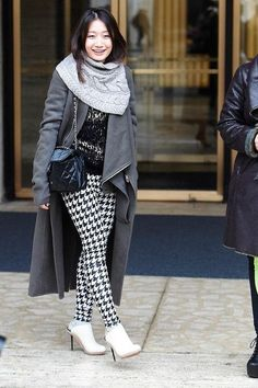 34 cute fall and winter outfit ideas (including houndstooth leggings!) - see them all by clicking