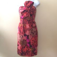 J Crew Strapless Multi-Colored Dress Size-0 J Crew Strapless Multi-Colored Empire Waist Dress Size-0 Bold colors in this striking formal dress. A big sideways bow adds a great edge to the dress. Built in bra with two stress in the back for security. Great for any formal occasion. This dress is definitely for someone looking to make a statement!!! I also believe that's this dress is vintage from what I have googled (which basically means 3+ years and up). J. Crew Dresses