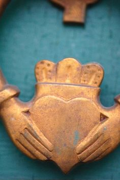 Claddagh - representing Love (heart), Loyalty (crown) and Friendship (hands). I Love Heart, Happy Heart, My Heart, Humble Heart, Erin Go Braugh, Irish Eyes Are Smiling, Irish American, Irish Roots, Heart Hands