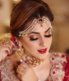 Be happy with what you have. Be excited about what you want Be happy with what you have. Be excited about what you want Pakistani Bridal Jewelry, Pakistani Bridal Makeup, Bridal Mehndi Dresses, Pakistani Wedding Outfits, Bridal Jewellery, Bridal Makeup Looks, Bride Makeup, Bridal Beauty, Bridal Looks
