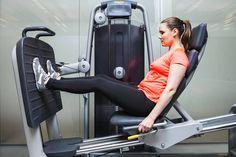 Moni rikkoo kroppansa kuntosalin perusliikkeillä – Katso kuusi pientä asentomuutosta, joilla on treeniin iso vaikutus - Hyvinvointi - Helsingin Sanomat