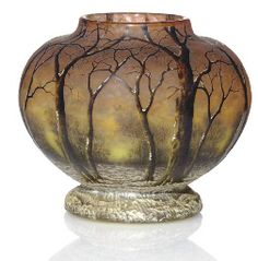AN ENAMELED GLASS 'WINTER LANDSCAPE' VASE, CIRCA 1910