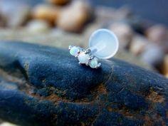Drievoudige witte opaal duwen in 16gauge bio door PiercingRoomByJay