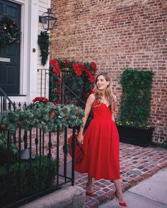 "31.3 k mentions J'aime, 369 commentaires - Julia Engel (Gal Meets Glam) (@juliahengel) sur Instagram : ""Ladylike in red over on galmeetsglam.com with @lastcallnm + join me in Atlanta, GA this Wednesday,…"""