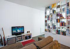 01-apartamento-pequeno-estante-divisoria-