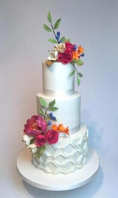 Create graceful, modern cakes that complement any event and anyone's taste! Mix and match more than 20 simple yet sophisticated techniques. Beautiful Wedding Cakes, Beautiful Cakes, Amazing Cakes, Perfect Wedding, Bolo Floral, Floral Cake, Fondant Cake Designs, Cake Decorating Classes, Modern Cakes