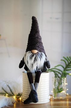 Nordic Gnome ™ Special Edition gnome with knitted mittens and