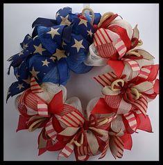 see peephole through wreath center Patriotic Crafts, Patriotic Wreath, July Crafts, Wreath Crafts, Diy Wreath, Wreath Ideas, Wreath Making, Tulle Wreath, Deco Mesh Wreaths