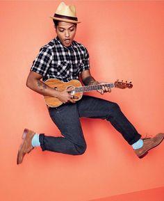"""Entre las canciones """"Uptown Funk!"""" """"Just The Way You Are"""" y """"Locked Out of Heaven"""" se encuentran las canciones más destacados de este increíble artista. Con su Tour musical en camino cuál consideras que es la mejor canción de Bruno Mars?  #brunomars #jump #cool #funny #nice #freshrevista  #brunomars #music #fun #cool #freshrevista"""