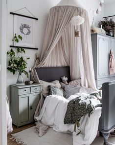 kleinkind zimmer Winter is underway which means darker and colder days and more snugging up on the sofa with a good book. Girls Bedroom, Bedroom Decor, Scandinavian Kids Rooms, Deco Kids, Kids Room Design, Little Girl Rooms, Girl Kids Room, Deco Design, Room Inspiration