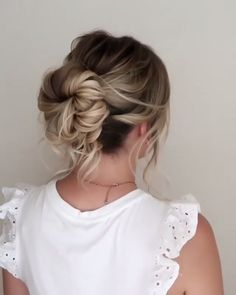 Easy Messy Bun Tutorial – bun hairstyles for long hair Hair Up Styles, Medium Hair Styles, Bun Hairstyles For Long Hair, Casual Hairstyles, Braid Hairstyles, Updos For Fine Hair, Messy Wedding Hairstyles, Hairstyle Ideas, Simple Bride Hairstyles