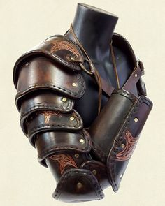 Segmented Arms – Crow Emboss Fantasy Character Design, Character Design Inspiration, Armor Clothing, Leather Armor, Knight Armor, Armor Concept, Medieval Armor, Fantasy Armor, Body Armor
