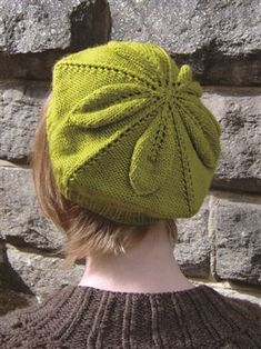 Download Now Lisa Myers is back to discuss more skinny yarn designs. She demos a beret pattern using double-pointed needles that knits ups in the round with strategic increases to form a leaf motif. Download Now