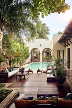 Pool and outdoor seating area Backyard and patio design ideas and inspiration Spanish Style Homes, Spanish House, Spanish Colonial, Spanish Style Interiors, Spanish Bungalow, Spanish Revival, Patio Design, Exterior Design, Garden Design