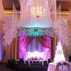 Couples backdrop and Cake Rachelle & Charles  #TMbride @penkching @ritamneri  #cutout #crystals #weddingcake #eventstylist #flowersandevents #teddymanuel