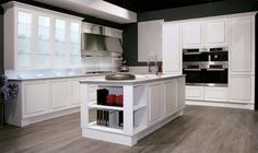 Biefbi Cucine_Diamante: White oak doors, Glass wall units with oak frame. / Ante in rovere bianco, pensili con anta vetro e telaio in rovere.