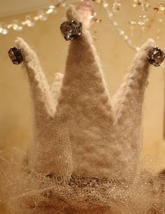 Gorgeous Felted Crowns, a Vintage Christmas Preview