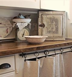 Curtain, hardware, plate rack... pretty