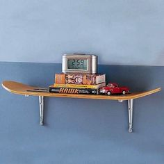 redesign-upcycle-recycle-skateboard-into-wall-shelf-old-skate-board-repurpose-diy-project