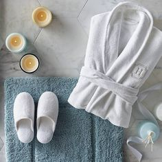 Essentials for cozy living Ultra soft plush robe and indoor Spa Treatment Room, Peignoir, Luxury Towels, Wet Rooms, Bed Styling, Luxury Home Decor, Cozy Living, Kimono Fashion, Bedding Collections
