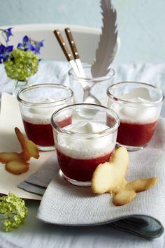 Unser beliebtes Rezept für Erdbeer-Cappuccino mit Schmetterlingshippen und mehr als 55.000 weitere kostenlose Rezepte auf LECKER.de.