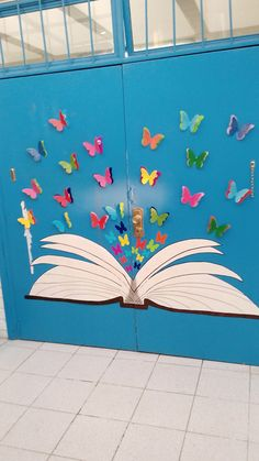 Maybe get the kids to add names to butterflies Decoration Creche, Board Decoration, Class Decoration, School Decorations, School Displays, Classroom Displays, Classroom Decor, Preschool Classroom, Preschool Activities