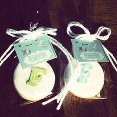 Galletas y bolsita personalizadas! Place Cards, Coconut, Place Card Holders, Christmas Ornaments, Holiday Decor, Personalized Tote Bags, Celebration, Goodies, Souvenir