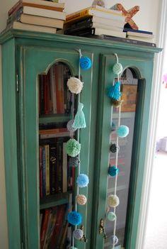 Serena: borlas Pom Pom Crafts, Southwest Decor, Art N Craft, Do It Yourself Home, Eclectic Decor, Boho Decor, Vintage Decor, Diy Home Decor, Diy And Crafts