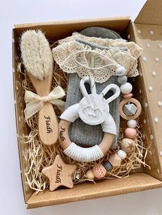 New Mom Gift Basket, Girl Gift Baskets, Baby Gift Hampers, Baby Shower Gift Basket, Baby Hamper, Baby Gift Box, Baby Shower Presents, Baby Box, Baby Girl Gifts
