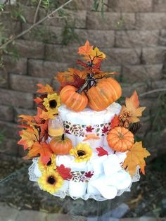 Halloween Diaper Cake, Baby Halloween, Baby Shower Fall, Baby Shower Gifts, Baby Gifts, Little Pumpkin Shower, Lila Baby, Unique Diaper Cakes, Diaper Cake Centerpieces