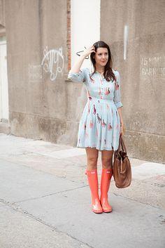 giraffe dress and rain boots Spring Summer Fashion, Spring Outfits, Rainy Day Outfits, Spring Style, Rainy Days, Skirt Outfits, Cute Outfits, Rain Outfits, Look Star