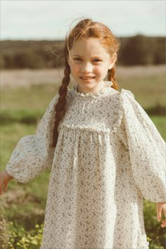 The 'liana dress' has a loose fit, a scoop ruffled neck and some ruffles along the chest. Dresses Kids Girl, Kids Outfits, Flower Girl Dresses, Smocks, Zara, Little Bow, Smock Dress, Knitted Blankets, Quilted Jacket