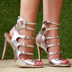 Está é a loja oficial de calçados da marca Cecconello, compre Scarpin, Sandálias, Botas, Rasteiras, Sapatilhas, Bolsas, Peep Toes e diversos outros produtos da marca Cecconello.
