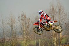 Knowing the basics of motocross is very important. Keep in mind that this activity is not extreme. Anything can happen if you do not know how to play it. Hd Motorcycles, Motorcycle Images, Helmet Accessories, Motocross Bikes, Dashcam, Sports Camera, Aluminum Metal, Underwater, Honda