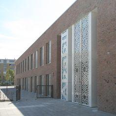 De scholen van kindcentrum Nieuwe Damlaan zitten in één gebouw maar hebben hun eigen identiteit behouden.