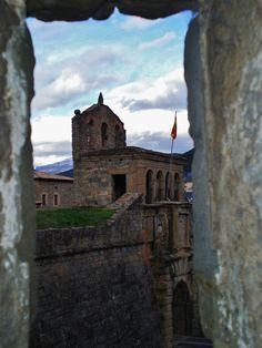 Publicamos la interesante ciudad de Jaca, parte esencial en el valle del Aragón por su historia y localización.