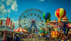 Des manèges au Luna Park de Coney Island - New York, Etats-Unis