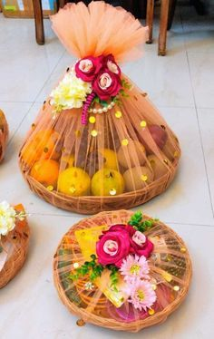 Indian Wedding Gifts, Creative Wedding Gifts, Desi Wedding Decor, Engagement Decorations, Wedding Ceremony Decorations, Bridal Gift Wrapping Ideas, Wedding Gift Baskets, Wedding Gift Boxes, Housewarming Decorations